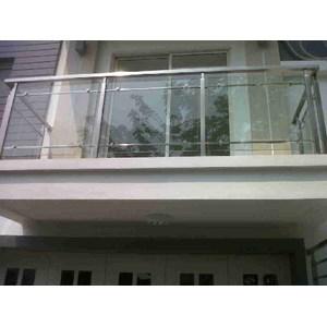 Balkon Traling Kaca dan Stainless Steel