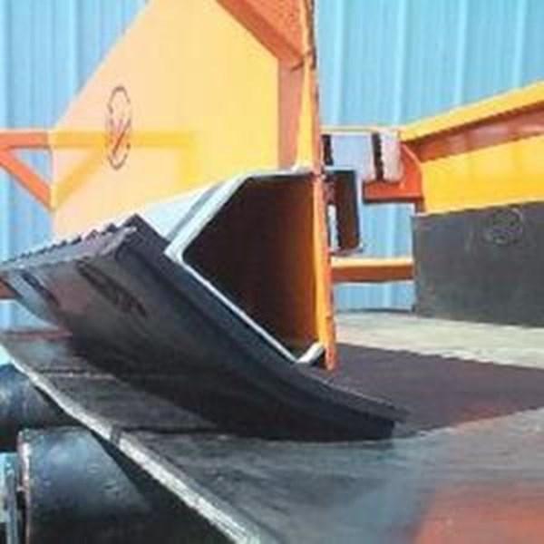 Karet skirting conveyor