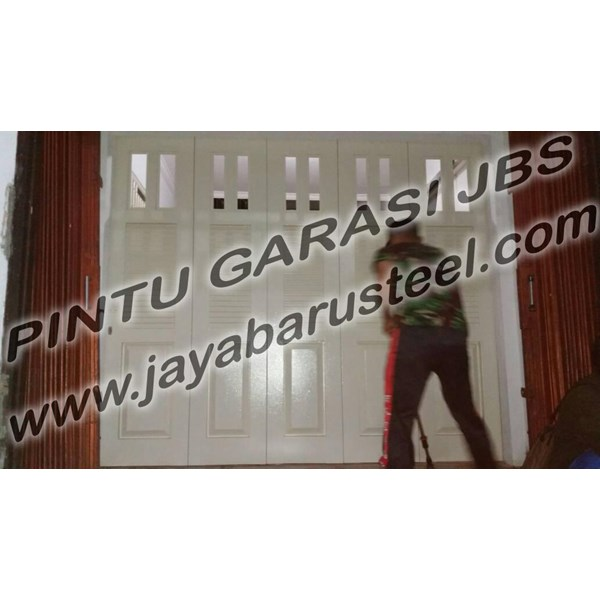 Pintu Garasi Wina Surabaya