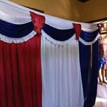 Backround dinding dekorasi pernikahan dan hadiah