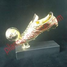 Piala trophy sepatu emas