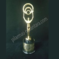 Trophy logam music awards 1
