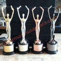 Jual Trophy Logam tarian tradisional