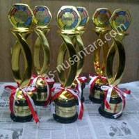 Jual Piala Lomba Kerajinan Tangan