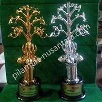 Trophy pecinta alam