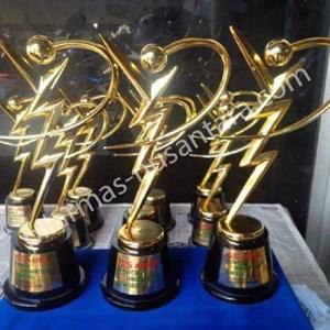 Piala logam GS Astra