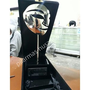 Trophy Kristal Topeng