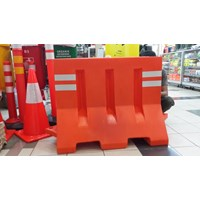Road Barrier Pembatas Jalan Traffic Block Pinguin Mig Bnh Marvel Three Monkey
