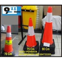 Traffic Cone Base Hitam 70 Cm 911