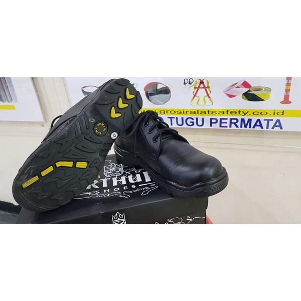 Sepatu Safety  Model kings