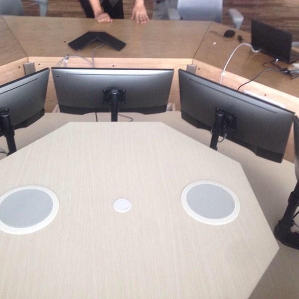 bracket meja untuk ruang meting