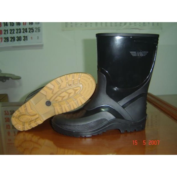 Sepatu Boot Hitam Dan Hijau Wing On