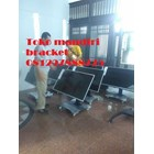 bracket tv led stand berdiri depan meja rapat 7