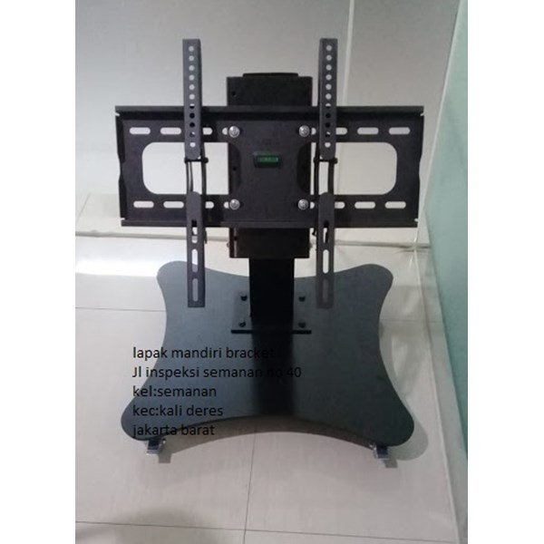 bracket tv led stand berdiri depan meja rapat