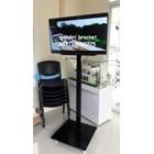 promo bracket tv standing 1 tiang plat kotak beli dua free kabel data hp to tv 1