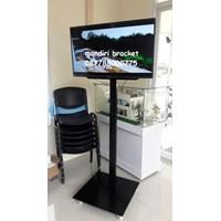 Jual promo braket tv standing 1 tiang plat kotak beli dua free kabel data hp to tv