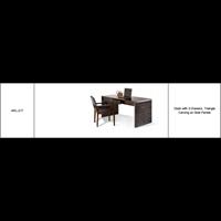 Meja Dengan 3 Laci