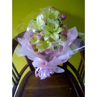 Distributor hand bouquet Valentine Day 3