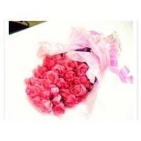 Distributor hand bouquet standing 3