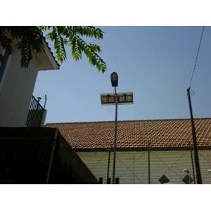Dari Paket Lampu Jalan/PJU Tenaga Surya 30 watt Single Arm 2
