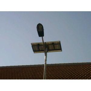 Dari Paket Lampu Jalan/PJU Tenaga Surya 30 watt Single Arm 0