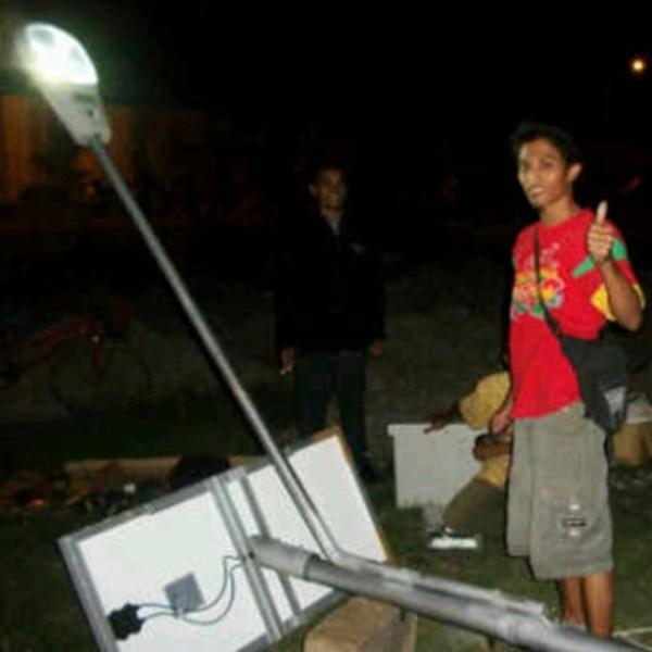 Lampu Jalan Tenaga Surya lengkap dengan Tiang Galvanish