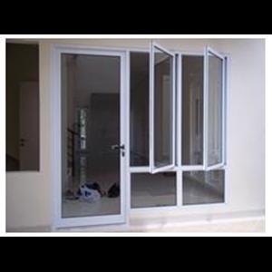 Pemasangan pintu  dan jendela warna putih dengan kaca polos  By Aluminium Technical Team (Att)