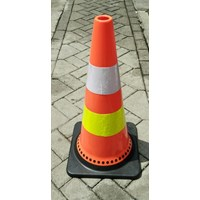 Traffic cone 70cm bahan karet tatak base hitam Surabaya