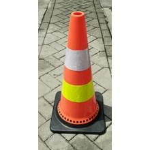Traffic cone 70cm bahan karet tatak base hitam Sur