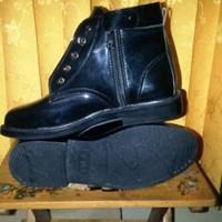 Sepatu safety sepatu security