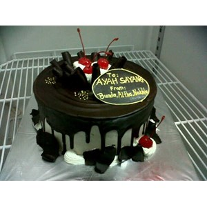 kue black fores bulat
