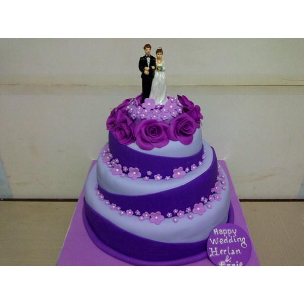 wedding cake ungu