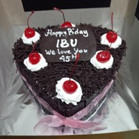 kue black forest hati