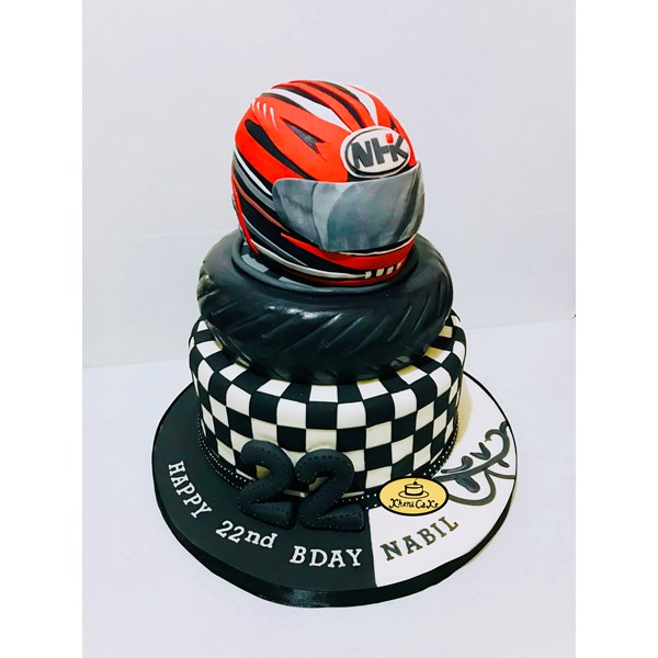 Kue bentuk helm