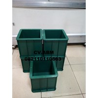 Sell CONCRETE MOLD PLASTIC CUBE LOCAL 2