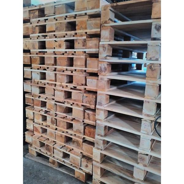 Pallet kayu ukuran 140 X 140 X 14 Cm Twoway double deck
