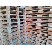 Pallet kayu ukuran 90 X 120 X 14 Cm Fourway