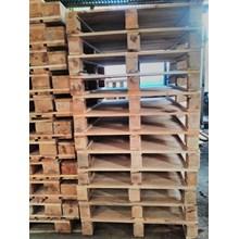 Pallet kayu ukuran 90 X 130 X 14 Cm Fourway