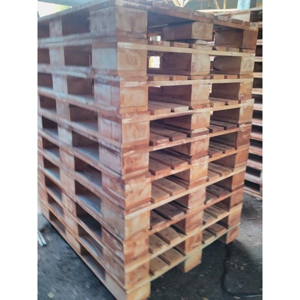 Pallet kayu ukuran 100 X 150 X 16 Cm Fourway