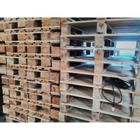 Pallet kayu ukuran 130 X 140 X 16 Cm Fourway