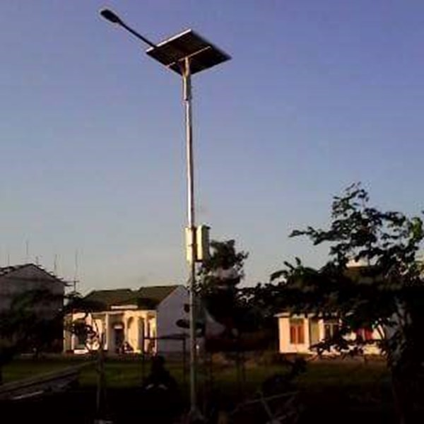 Tiang Lampu Tenaga Surya 7m Okta Single Arm Galvanish
