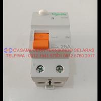 Residual Current Circuit Breaker Dom16790 Schneider 1