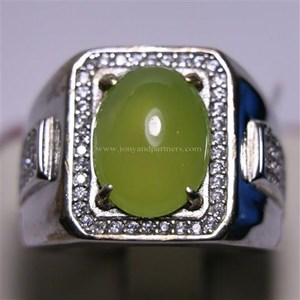Cincin Permata Natural Idocrase 5.69 ct 13.17 x 9.98 x 4.33 mm Oval Cabochon Hijau Kekuningan No Treatment
