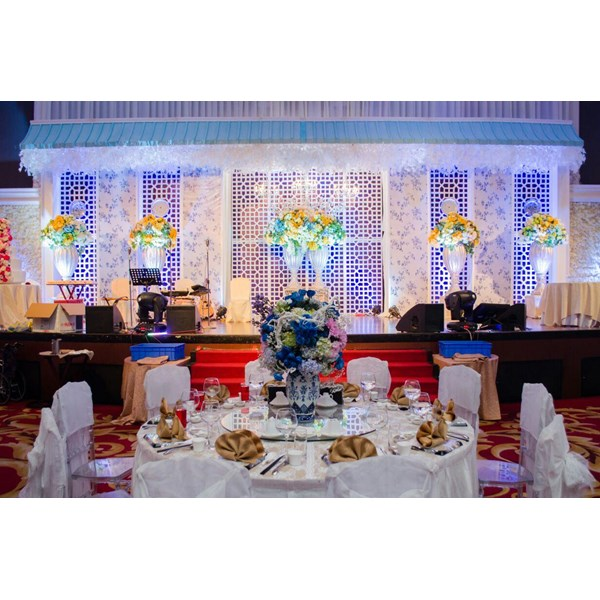 Aston field grand wedding decor 003 services by cv paulina florist dekorasi pernikahan grand aston medan 003 by cv paulina florist information our services for wedding decorations junglespirit Images