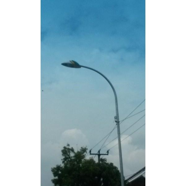 TIANG LAMPU PJU