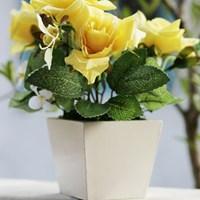 Rangkaian Bunga Plastik Hiasan Meja