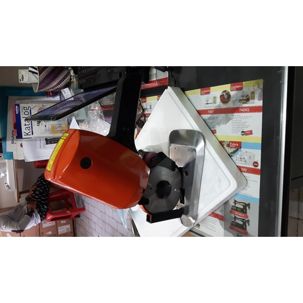 Mesin potong kain RS100 cloth cutting machine