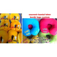 Beli Souvenir Bantal Leher Bordir Logo Custom Barang Promosi Perusahaan 4