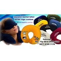 Distributor Souvenir Bantal Leher Bordir Logo Custom Barang Promosi Perusahaan 3