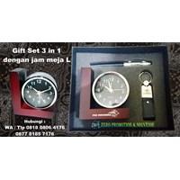 Barang Promosi Perusahaan Souvenir Gift Set 3 In 1 Dengan Jam Meja L 1